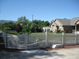 Vinyl interlock fence
